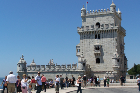 how to decide where to stay in lisbon